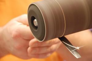 Vorbereitung Gelenkteile aus Metall für eine Kniegelenkorthese