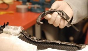 Aufbringen des Prepreg (mit Epoxidharz vorimpregnierte Fasern) Kohlefasern